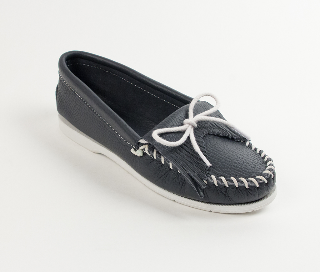 Womens Minnetonka Navy Smooth Kilty Unbeaded Moccasin