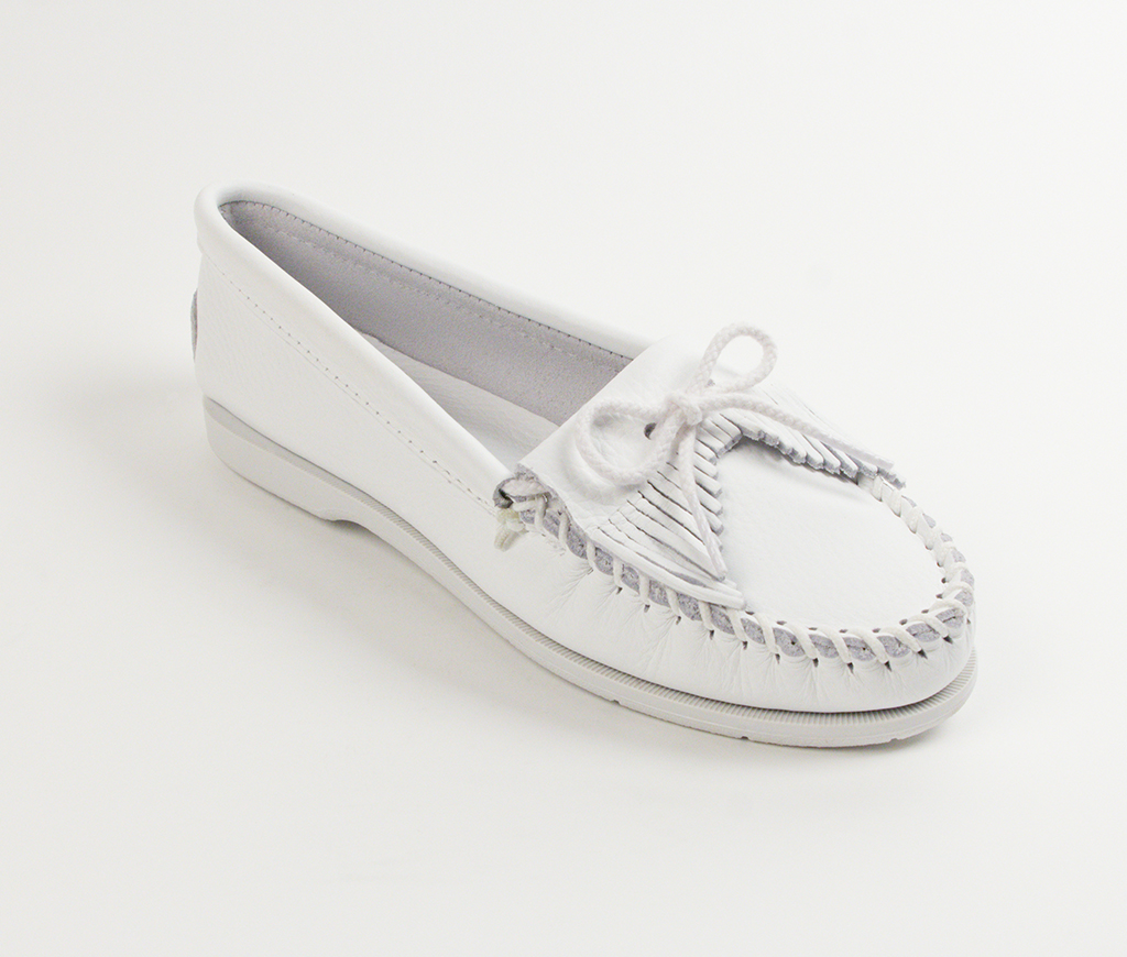 Womens Minnetonka White Smooth Kilty Unbeaded Moccasin